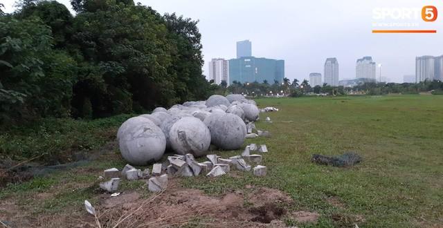 Đã tìm ra vị trí bí ẩn của 40 quả cầu đá sau khi bị di dời khỏi sân Mỹ Đình - Ảnh 3.