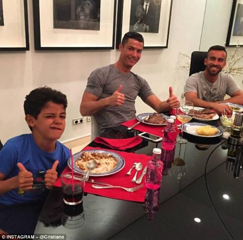 Từ Bùi Tiến Dũng đến David Beckham và Ronaldo: Người đại diện cho cầu thủ có thể mang đến rất nhiều tiền tài ngoài sân cỏ, nhưng cũng có thể phá hỏng một sự nghiệp! - Ảnh 4.
