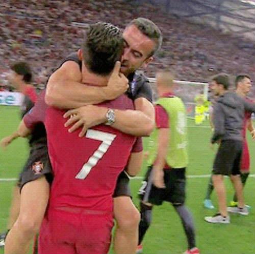 Từ Bùi Tiến Dũng đến David Beckham và Ronaldo: Người đại diện cho cầu thủ có thể mang đến rất nhiều tiền tài ngoài sân cỏ, nhưng cũng có thể phá hỏng một sự nghiệp! - Ảnh 2.