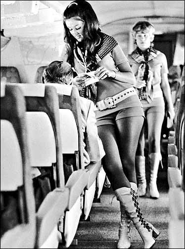 Cho nữ tiếp viên mặc đồ sexy trước Vietjet gần nửa thế kỷ, hãng bay này ghi điểm bằng tình yêu, sự hài hước đầy tinh tế và dịch vụ khách hàng tuyệt vời - Ảnh 7.
