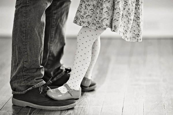 Lễ tình nhân, các cô gái đừng chỉ nghe lời trái tim mà hãy nhớ lời của phụ huynh: Tình yêu là sự đồng điệu của hai tâm hồn, là sự thấu hiểu của hai trái tim, không phải là nỗ lực từ một phía - Ảnh 1.