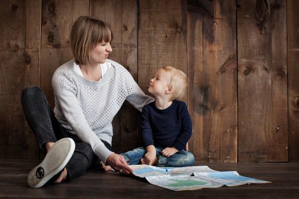 12 dấu hiệu cho thấy cha mẹ đang dạy con thiếu suy nghĩ, vô tình làm hại con cái mình - Ảnh 1.