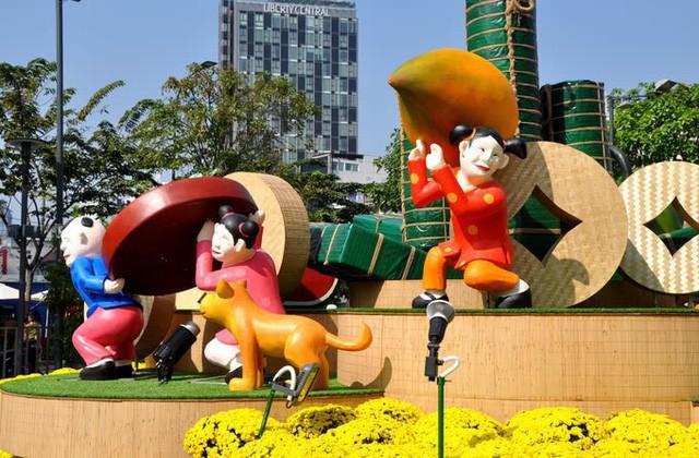 Báo chí nước ngoài ngợi khen những bức tượng chú chó may mắn là điểm sáng của đường hoa Nguyễn Huệ Tết này - Ảnh 6.