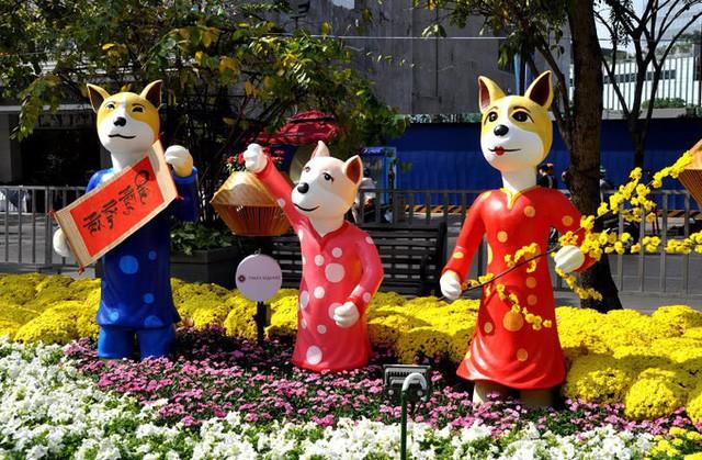 Báo chí nước ngoài ngợi khen những bức tượng chú chó may mắn là điểm sáng của đường hoa Nguyễn Huệ Tết này - Ảnh 7.