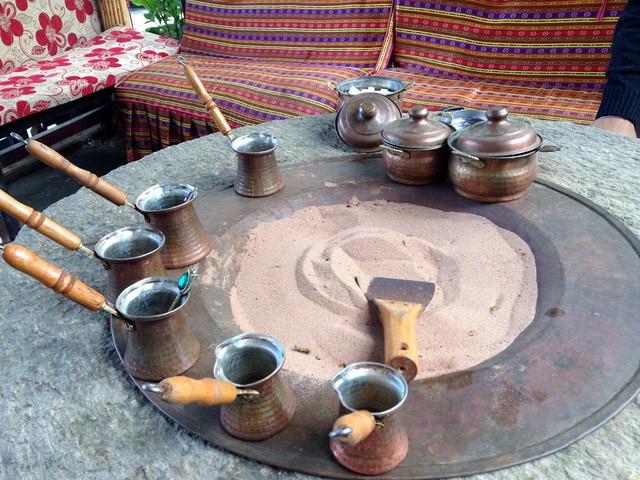 Đến Thổ Nhĩ Kỳ thưởng thức cà phê cát nằm trong danh sách văn hóa phi vật thể của nhân loại - Ảnh 1.