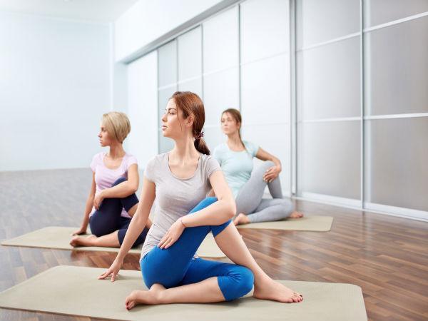8 động tác yoga giúp giải tỏa căng thẳng cơ bắp và tâm trí ai cũng có thể thực hiện mọi lúc mọi nơi  - Ảnh 4.