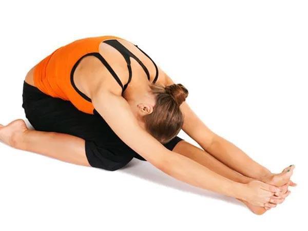 8 động tác yoga giúp giải tỏa căng thẳng cơ bắp và tâm trí ai cũng có thể thực hiện mọi lúc mọi nơi  - Ảnh 5.
