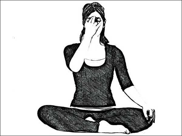 8 động tác yoga giúp giải tỏa căng thẳng cơ bắp và tâm trí ai cũng có thể thực hiện mọi lúc mọi nơi  - Ảnh 8.
