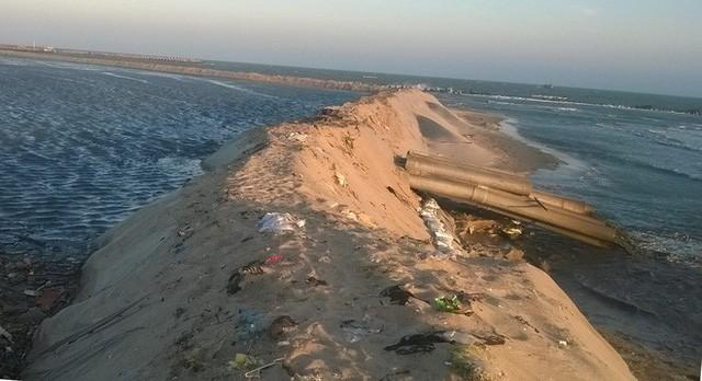 Đình chỉ dự án xả nước ô nhiễm ra biển La Gi - Ảnh 1.