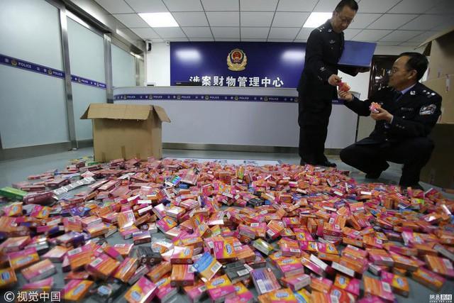 Trung Quốc phát hiện hàng triệu bao cao su Durex, Jissbon, Okamoto giả được bán tràn lan trên Taobao - Ảnh 3.