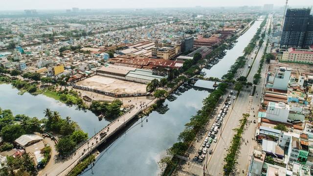 """""""Cuộc chiến"""" trên thị trường căn hộ dọc sông phía Tây Nam Sài Gòn - Ảnh 1."""