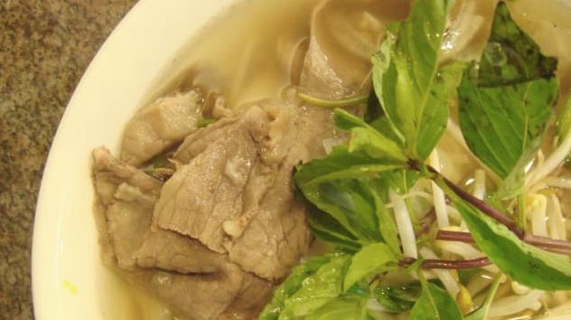 CNN vinh danh 15 món ăn mà du khách phải thưởng thức khi tới Việt Nam: Tinh hoa ẩm thực Bắc Trung Nam đều có cả! - Ảnh 1.