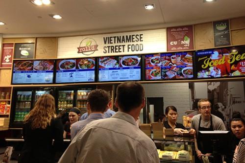 Chuyện chàng trai gốc Việt xây dựng chuỗi 70 nhà hàng Việt bán gỏi cuốn và phở mọc lên như nấm khắp các trung tâm thương mại Úc - Ảnh 1.
