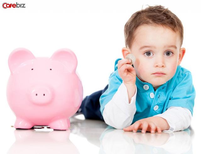 Khi con đòi mua đồ chơi đắt đỏ: Thái độ tiêu tiền của cha mẹ nghèo đang phá hỏng tư duy của con cái mình như thế nào? - Ảnh 3.