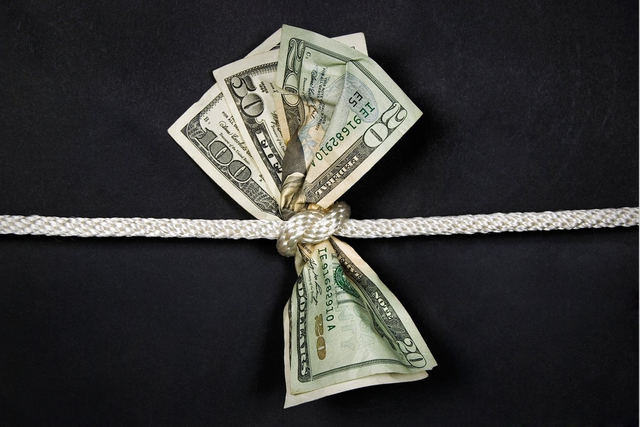 """Hạnh phúc đáng giá bao nhiêu? Câu trả lời đôi khi là """"đắt"""" hơn những gì chúng ta kiếm được - Ảnh 1."""