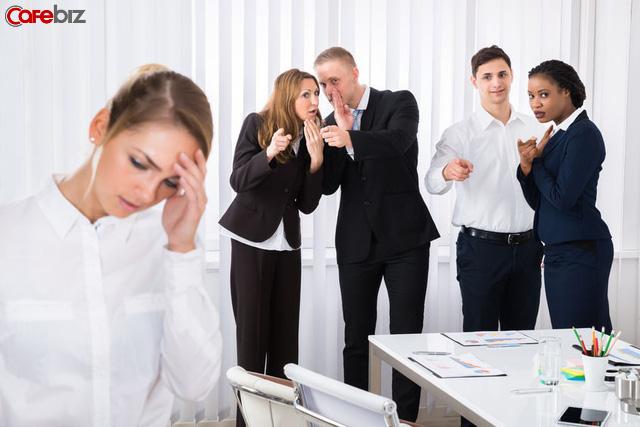 10 thói quen tai hại khiến bạn trở thành cái gai trong mắt sếp và đồng nghiệp, ai cũng từng mắc phải một lần - Ảnh 1.