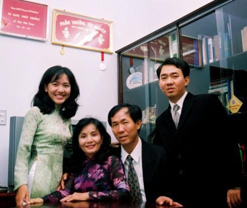 Tân nữ giám đốc 8X Facebook Việt Nam: Cựu nữ sinh chuyên Lê Hồng Phong, giành học bổng Oxford, bỏ McKinsey để khởi nghiệp cùng chồng và cựu CEO Apple - Ảnh 1.