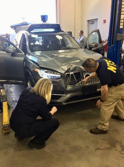 Chuyên gia nói tài xế phụ có lỗi trong vụ xe tự lái Uber gây tai nạn chết người - Ảnh 1.