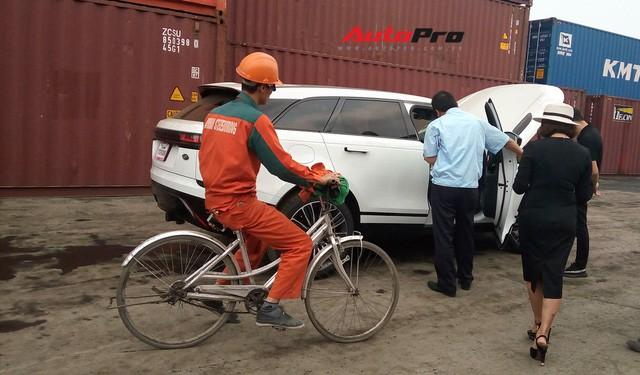 Vì sao xe đạp luôn xuất hiện khi khui công siêu xe tại cảng ở Hải Phòng? - Ảnh 1.