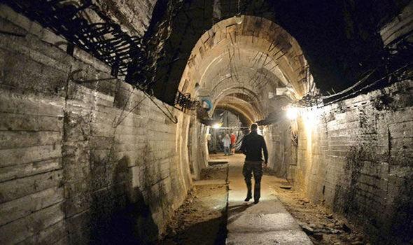 Hành trình săn lùng kho báu Đức Quốc xã kéo dài đã gần một thế kỷ, đâu là nơi đỗ cuối cùng của những con tàu chở hàng tấn vàng? - Ảnh 2.