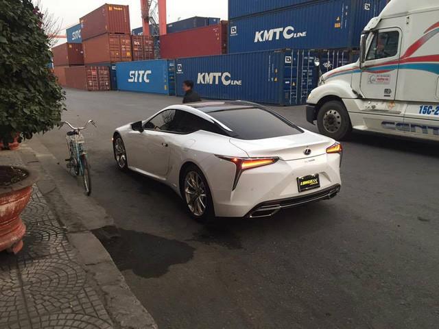 Vì sao xe đạp luôn xuất hiện khi khui công siêu xe tại cảng ở Hải Phòng? - Ảnh 8.