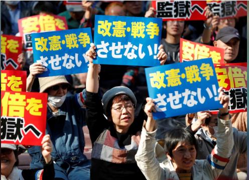 Người Nhật muốn Thủ tướng Abe từ chức vì bê bối đất đai  - Ảnh 1.