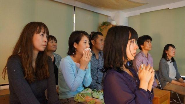 """Thuê """"soái ca"""" về lau nước mắt: Văn hóa giải quyết stress kì lạ ở Nhật - Ảnh 2."""