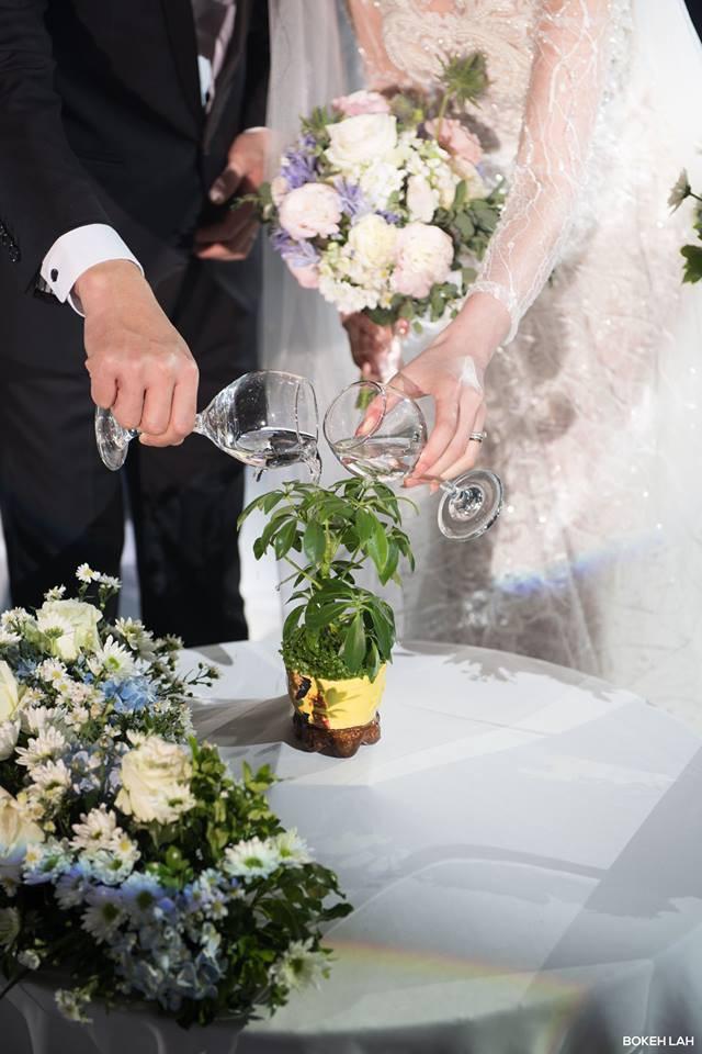 Cận cảnh đám cưới kỳ công xanh màu đại dương của Shark Hưng và cô dâu Á hậu - Ảnh 17.