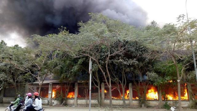Hiện trường tan hoang vụ cháy chợ Quang ở Hà Nội - Ảnh 5.