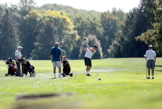 Đây là cách những thương vụ bạc tỷ được thảo luận và quyết định trên sân golf - Ảnh 1.