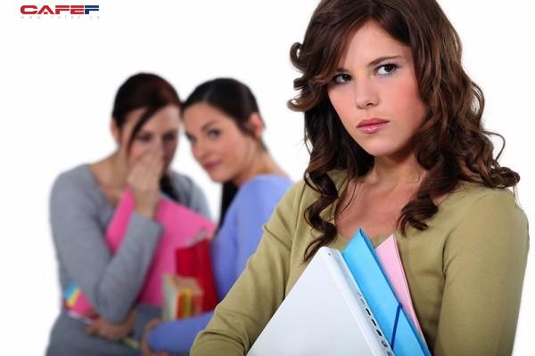 6 bước quan trọng bạn nên biết để đối phó khi bị đồng nghiệp chơi xấu - Ảnh 1.