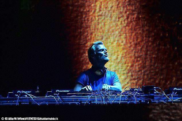 Nhìn lại cuộc đời của Avicii: Ngôi sao âm nhạc sáng chói nhưng lụi tàn vì rượu và áp lực sau ánh đèn sân khấu - Ảnh 2.
