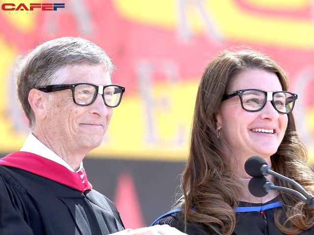 """Cả hội trường sinh viên ồ lên khi Bill Gates trả lời câu hỏi: """"Điều hối tiếc nhất trong quãng thời gian còn ở Harvard là gì?"""" - Ảnh 1."""