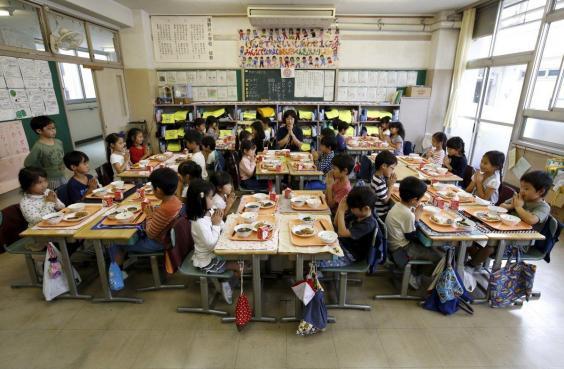 Đây là mô hình tổ chức ăn trưa tại trường mà nước nào cũng cần học tập người Nhật - Ảnh 1.