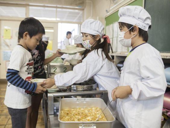 Đây là mô hình tổ chức ăn trưa tại trường mà nước nào cũng cần học tập người Nhật - Ảnh 2.