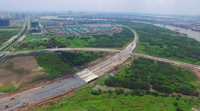 Những tuyến đường dát kim cương, đường đắt nhất hành tinh tại Việt Nam - Ảnh 1.