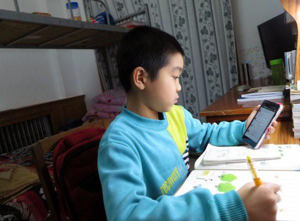 Nhiều học sinh Trung Quốc không được nghỉ ngơi vì WeChat - Ảnh 2.