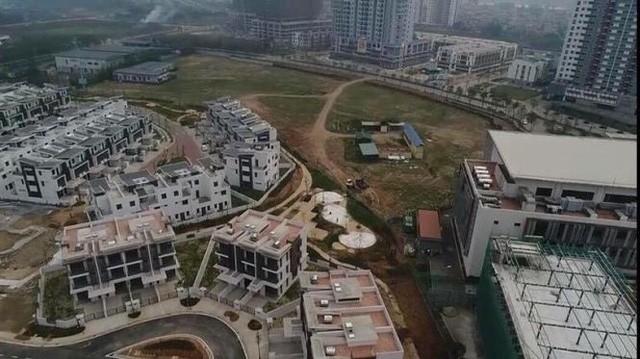 Cận cảnh khu đô thị đáng sống nhất Hà Nội muốn nhồi thêm nhà để bán - Ảnh 3.