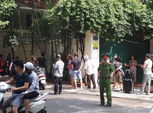 Cháy khách sạn ở Hà Nội, khách nước ngoài chạy tán loạn - Ảnh 6.