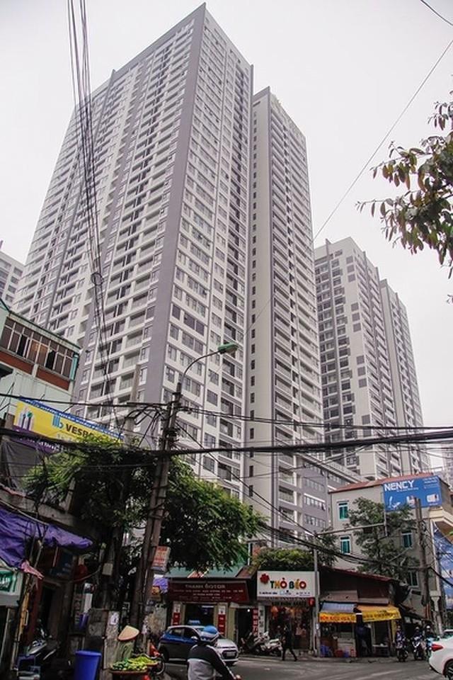 Đường rộng 6m 'nhồi' hơn 20 cao ốc, Hà Nội còn ngập dài - Ảnh 2.