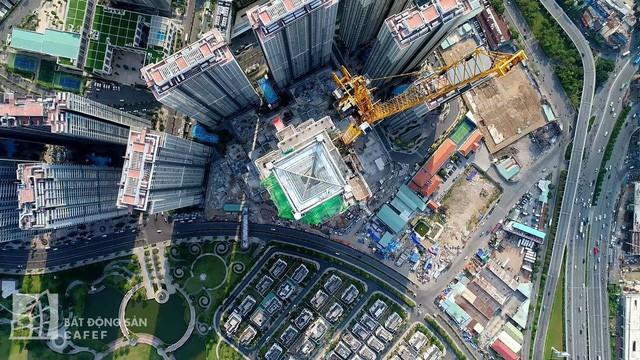 Cận cảnh công trường thi công đỉnh tòa nhà cao nhất Việt Nam, dự kiến khai trương vào quý 4 2