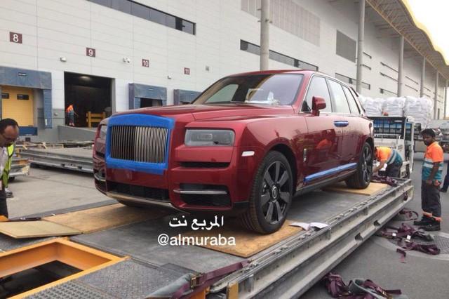 Siêu xe Rolls-Royce Cullinan đầu tiên đã thuộc về đại gia Ả Rập trước khi chính thức ra mắt toàn thế giới  - Ảnh 1.