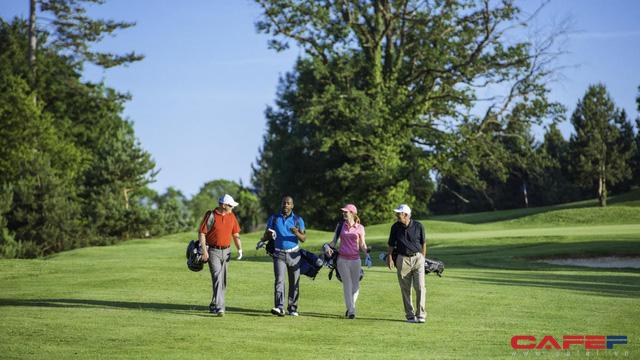 Sáng lập viên của chương trình Golf chiến thắng ung thư: Đến sân golf là một cách đơn giản mà hiệu quả - Ảnh 1.