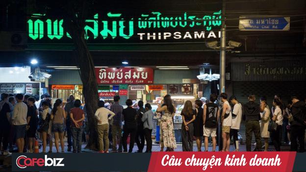Triết lý kinh doanh đáng nể ở nơi bán món Pad Thai ngon nhất Bangkok, đưa quán ăn ven đường trở thành biểu tượng ẩm thực của cả Thái Lan - Ảnh 2.