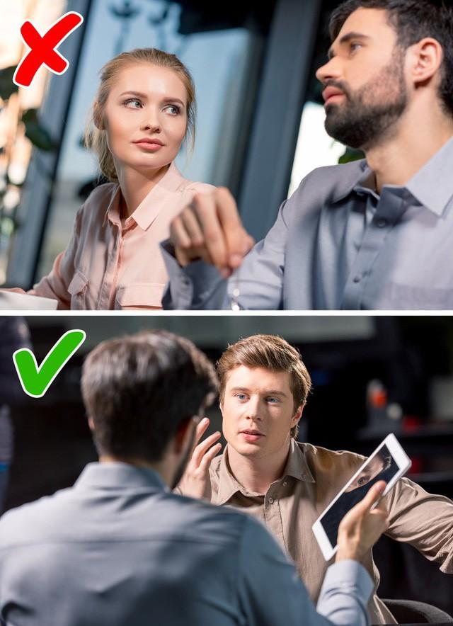 """Những sai lầm không ngờ về ngôn ngữ cơ thể khiến bạn """"mất điểm"""" trước sếp, dù cố gắng cỡ nào cũng khó thăng tiến trong công việc - Ảnh 11."""