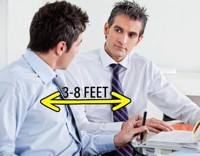 """Những sai lầm không ngờ về ngôn ngữ cơ thể khiến bạn """"mất điểm"""" trước sếp, dù cố gắng cỡ nào cũng khó thăng tiến trong công việc - Ảnh 4."""