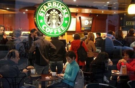 """[Case Study] Đánh mất linh hồn sang chảnh và bị đại trà hóa, Starbucks """"tự kiểm điểm"""" bằng cách đóng 600 shop và sa thải đồng loạt 12.000 nhân viên - Ảnh 2."""