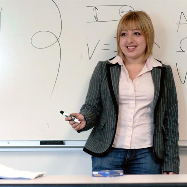 Bộ óc vàng trong làng khoa học: Cô gái 10 tuổi vào đại học, chưa tròn 20 đã trở thành giáo sư - Ảnh 2.
