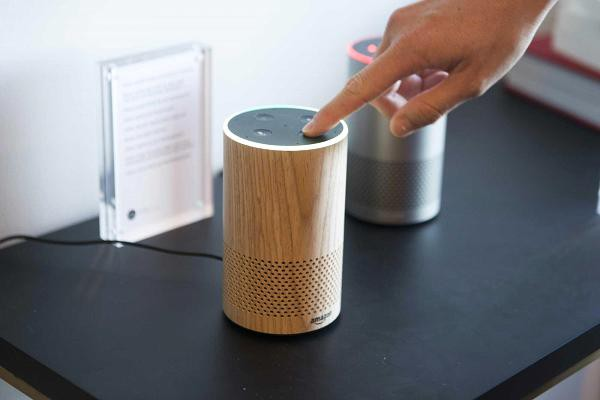 Loa thông minh Amazon bị phát hiện tự ghi âm cuộc nói chuyện của người dùng rồi gửi nó tới cho một contact trong danh bạ - Ảnh 1.