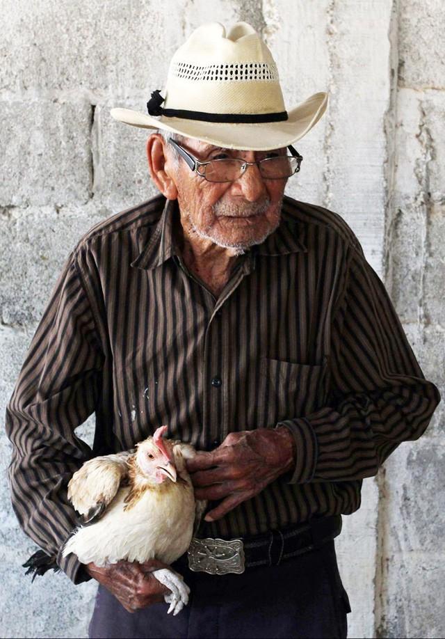 Ông lão 121 tuổi vẫn cảm thấy mình khỏe như U80: Làm việc chính là chìa khóa để sống lâu - Ảnh 2.